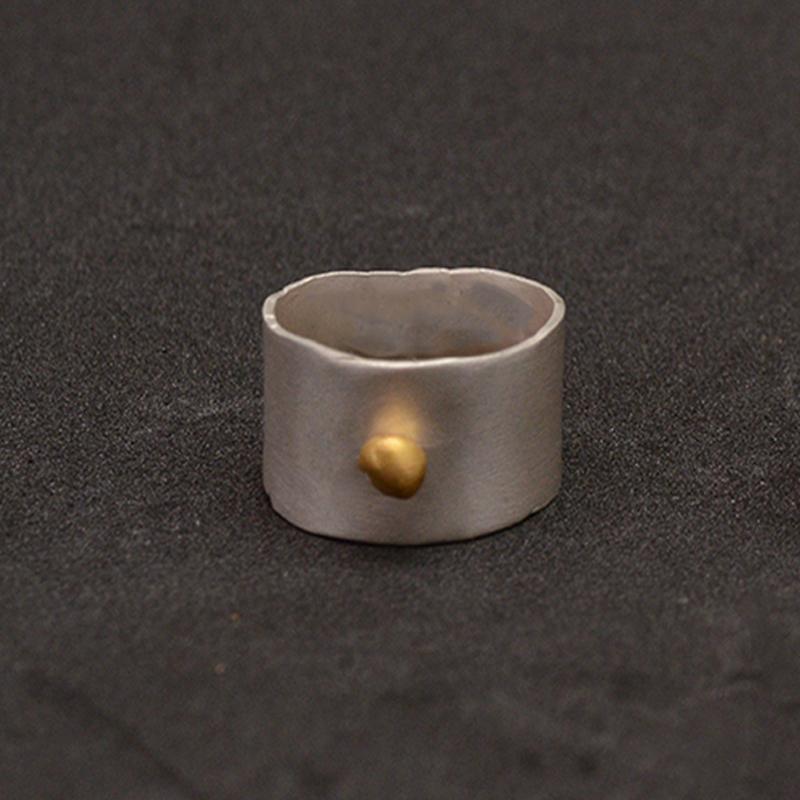 Anillo artesanal ancho de plata y oro