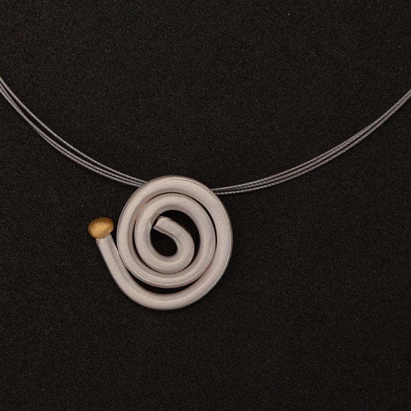 Colgante artesanal espiral plata y bolita de oro