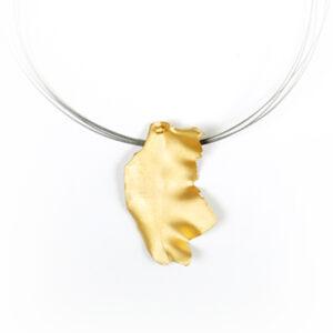Colgante ondulado de plata chapado en oro