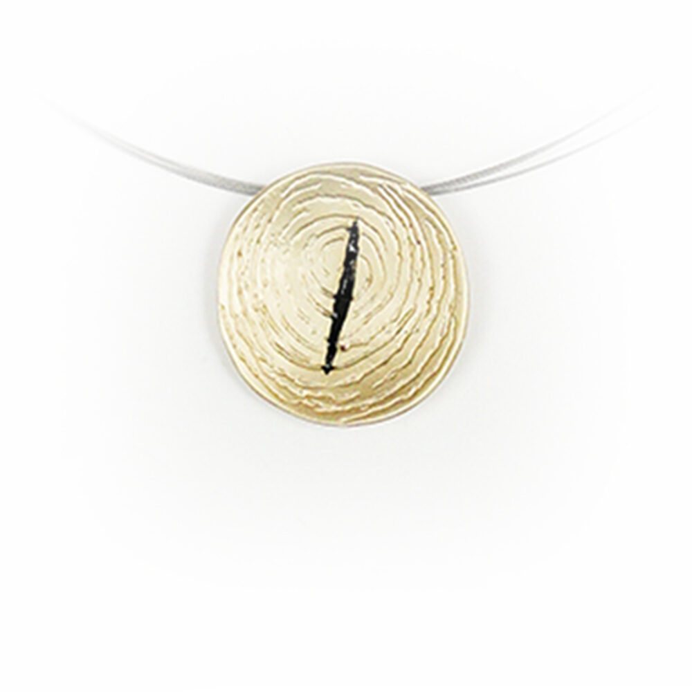 Colgante artesanal redondo de plata chapado oro