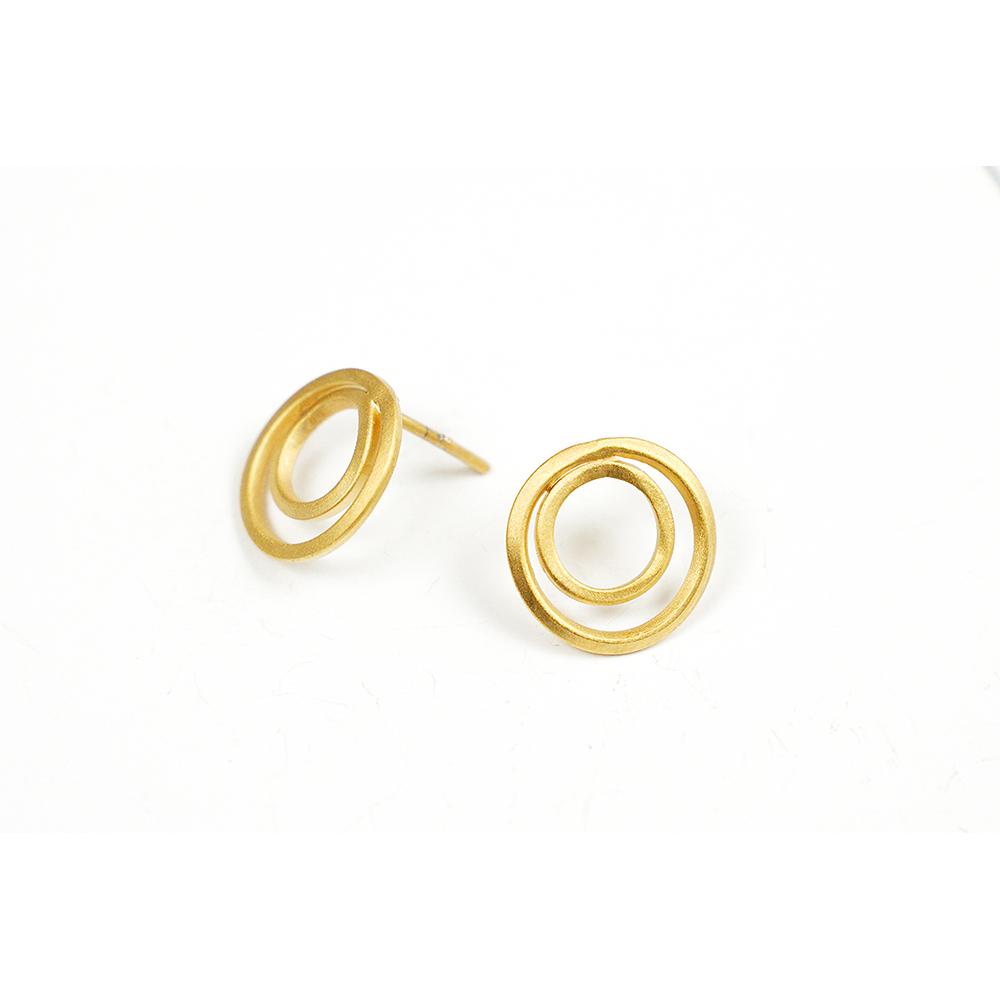 Pendientes artesanales circulares chapados oro