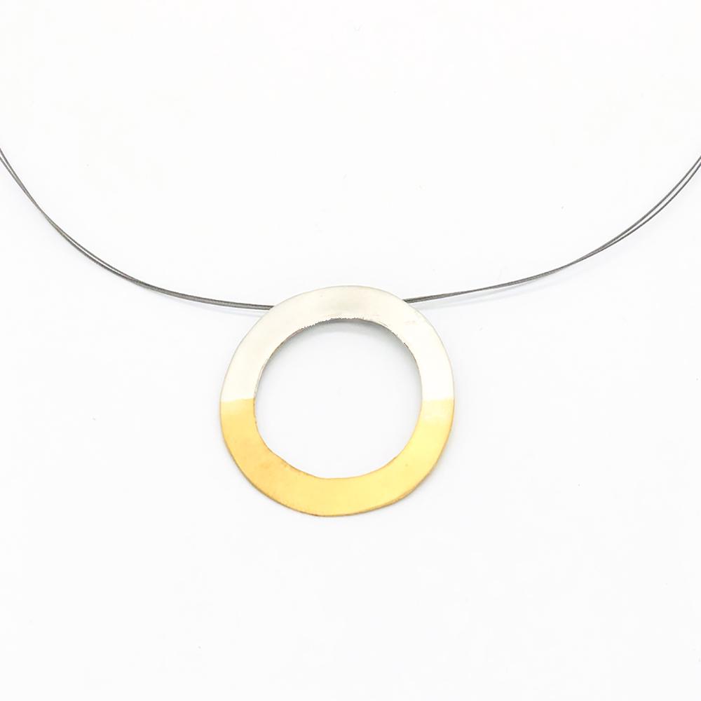 Colgante artesanal circular chapado oro