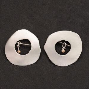 Pendientes artesanales circulares de plata y oro